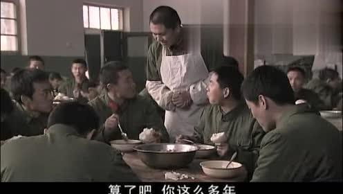 天下兄弟:新兵让食堂先炖菜后放油,结果都说菜里油多了吃着真香