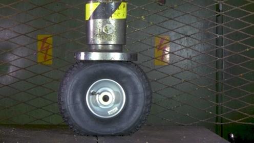 500吨的液压机能把飞机轮胎压爆胎吗?可别眨眼,实力太震撼!
