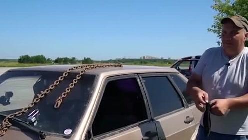 一根铁链将汽车前后轮锁死,会有什么结果,监控拍下全过程!