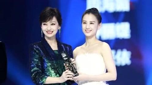 """两代""""白娘子""""同框,当36岁黄圣依撞上65岁赵雅芝,她颜值碾压对方"""