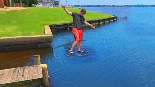 """老外发明""""水上走""""的鞋子,穿上后能在湖上行走!直呼奇迹发生"""