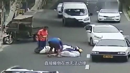 女孩骑车突然摔倒在地,监控拍下随后的画面,让人无语