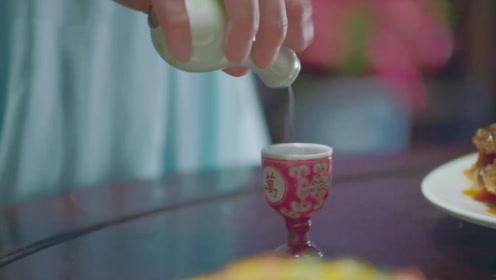 太子妃故意在酒里下药,谁知太子偷偷和她换了酒杯,结果自作自受