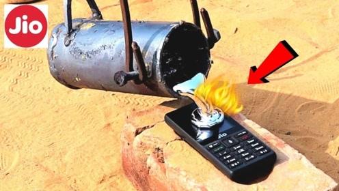 老外把1000°的熔铝液倒在手机上,这画面不敢想象!