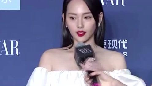 32岁张嘉倪仙女气十足,一袭水蓝色蛋糕裙温婉动人,太美了