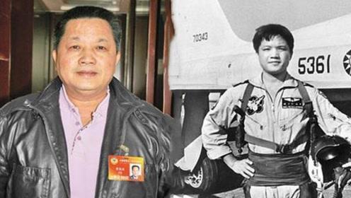 """驾驶美国先进战机""""叛逃""""中国,获65万奖励,如今已晋升为少将"""
