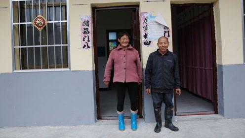 俩六旬单身老人住进移民安置楼,门挨门擦出爱情火花,合成一家人