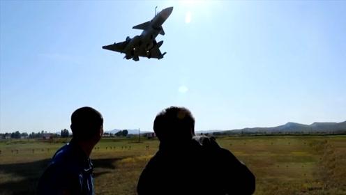 当歼-10超低空从头顶掠过,有多震撼?
