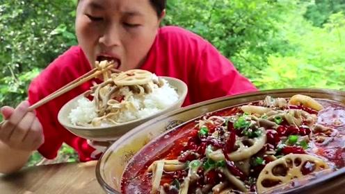 """胖妹在家做""""冒菜"""",花了50块钱买食材,一脸盆吃撑了!"""