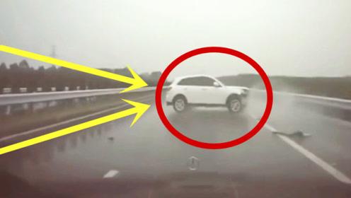 疯狂汽车瞬间失控,奔驰女司机死里逃生,不是监控谁知道她有多绝望!