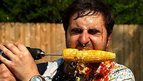 国外男子表演电钻啃玉米,还在上面涂满番茄酱,启动后画面不忍直视!