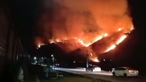 厦门一村庄附近突发山火 300余名灭火人员紧急救援