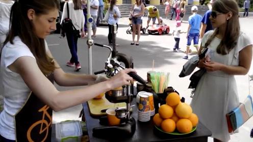 美国街头果汁饮料,小姐姐现场用超大橘子榨果汁