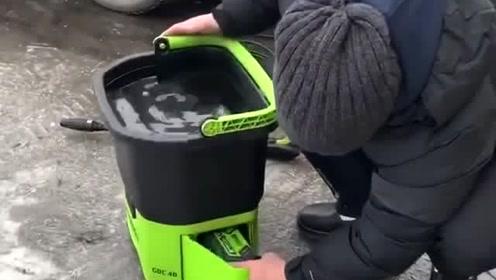 可以充电的洗车设备,这个方便,住公寓楼的也能自己洗车了省一大笔钱吧