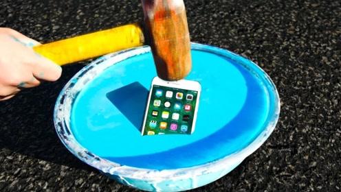 吃软不吃硬的非牛顿流体放上手机,用锤子抡上去后,手机会没事吗?
