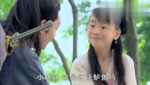 女孩在路边炖鱼汤,道长尝了一口察觉不对劲,一掌把她打回原形!
