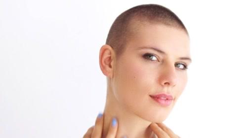 头发一年能长多长?美女剃成光头,记录头发一年的生长过程!