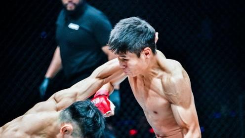 一击必杀,铁笼超冷一拳直接KO对手!