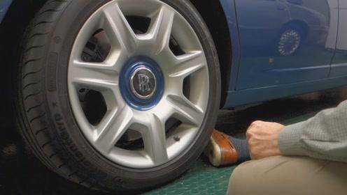 劳斯莱斯一个轮胎卖8万?暴力切开后众人惊呆,难怪不会爆胎