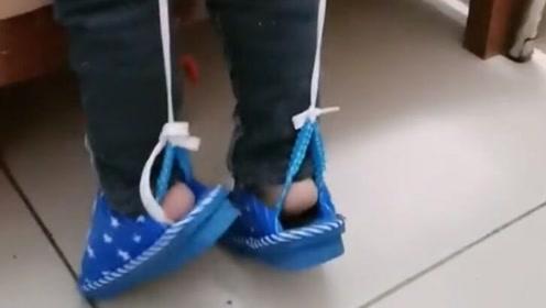 熊孩子的鞋子总是掉,脑洞大开的爸爸居然这样做