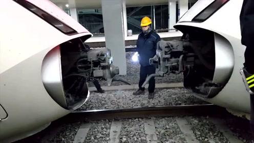 火车与火车是怎样连接的?实拍火车连挂过程