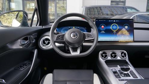 奔驰展台体验比亚迪全新SUV!大屏四驱续航520KM,28.98万起