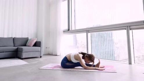 腿部拉伸对下肢血液循环有明显的好处,防止久坐大腿浮肿