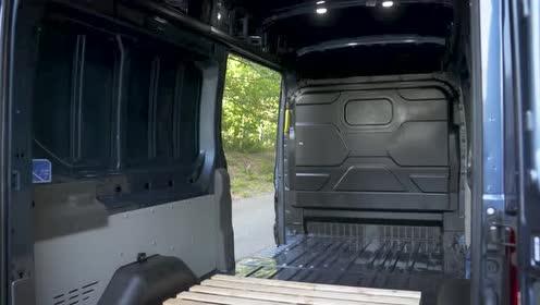 外媒介绍2019 款Ford Transit 的内部空间
