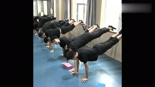 舞蹈艺考生是最苦的,挨过抓心挠肝的疼痛,成绩是汗水的报答!