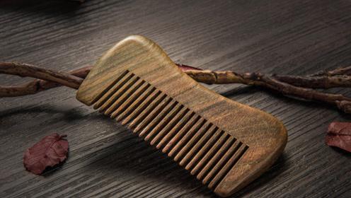 梳子上抹一点牙膏,作用太棒了,我也是刚看到,很多人都用的到