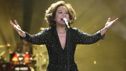 上台前得知即将离婚,她强忍泪水唱完,不料竟一唱成名