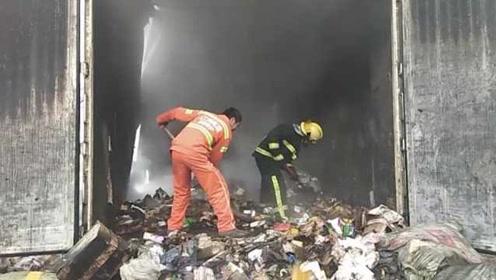 物流车高速路上起火,8吨快递包裹全被烧毁