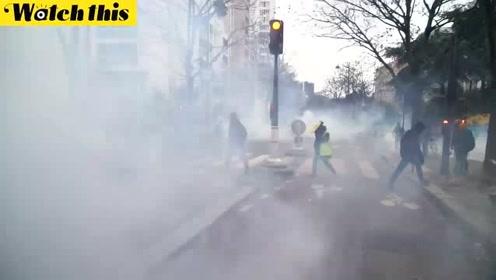 法国全国大罢工持续 黄背心乘势加入声势浩大