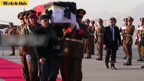 日本医生在阿富汗遭袭身亡 阿总统加尼亲自为其抬棺