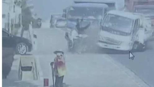 司机没系安全带被撞出窗外:司机无证驾驶,观察不周造成车祸