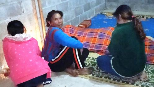毛毯全给女儿盖 女儿清晨起床见父亲已被冻死