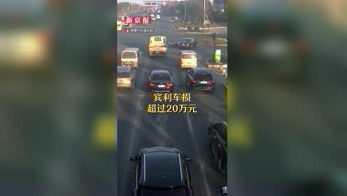 大爷骑车闯红灯撞上宾利 一个加速20万没了