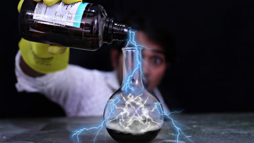 将高锰酸钾倒入硫酸中,结果像星星一样发光,这是怎么回事?