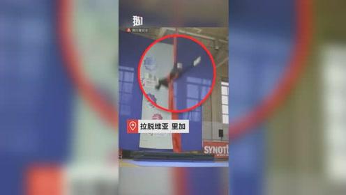 痛心!女子比赛时从8米高空跌落 痛得无法起身或不能再行走