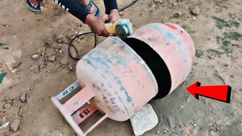 煤气罐内部到底是啥样的?印度小哥作死切开,结果不淡定了!