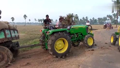 印度拖拉机师傅就是厉害,轮胎打滑,车头坐几个人猛踩油门就解决了