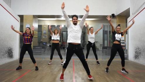 教练跳得太有魅力了,这样的尊巴Zumba舞果断收藏学起来!