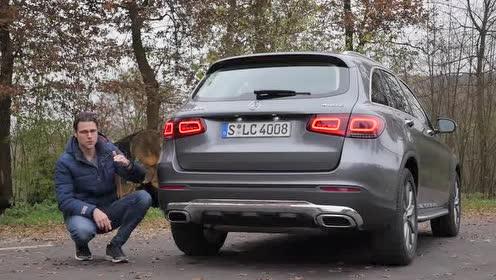 梅赛德斯奔驰-GLC 300 动感时尚的车尾尾灯!