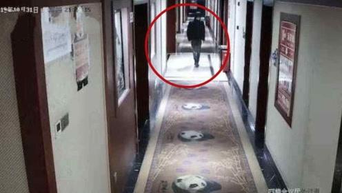 网恋见面男子酒店抢劫女网友 为逃跑竟把对方衣服脱光扔向远处