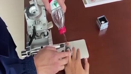 """不容易!戒指卡手把消防员逼成了发明家:""""除戒神器""""获国家专利"""