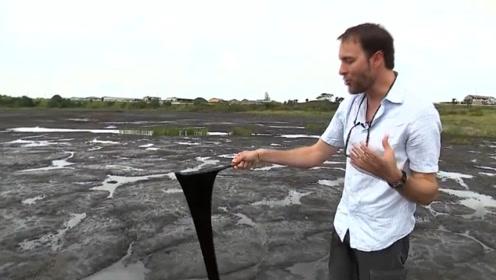 全球最神秘的湖,没有一滴水却深不见底,无数动物葬身湖底!