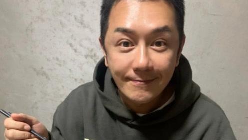 古装男神陈浩民整容后 素颜怼脸拍照,双眼皮太抢镜了
