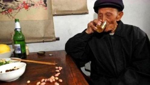 """每天喝一小杯""""白酒""""的人,最后都变成啥样了?看完你都不信!"""