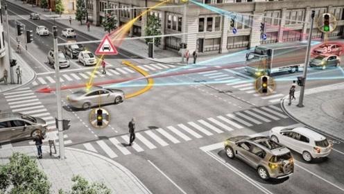 开车经过摄像头时,闪光灯闪一下,到底是什么意思?很多人理解错了!