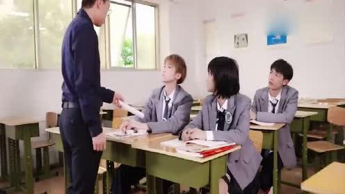 """老师点名!全是""""明星""""!老师讲课何去何从?表情有点尴尬!"""